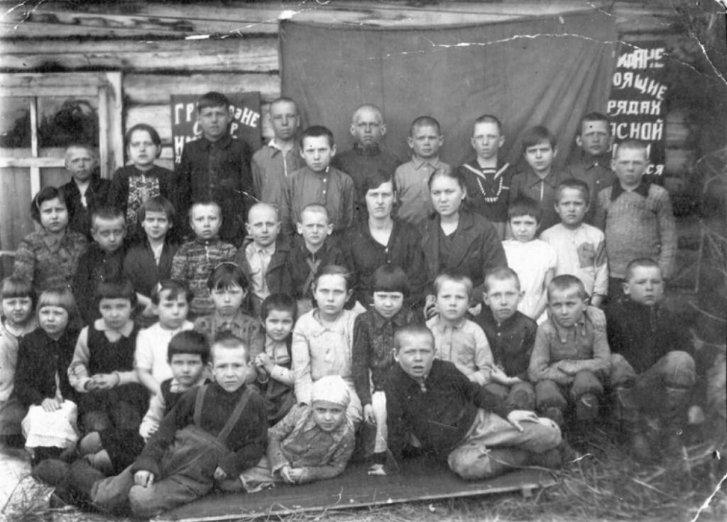 Küüditatud lapsed koolis Siberis